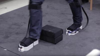 أحذية ذكية لرواد الفضاء