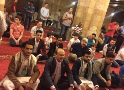 شاهد صورليحيى صالح وهو يصلي صلاة العيد في لبنان مع شبيبة حنبعل ويزورقبور شهداء فلسطين